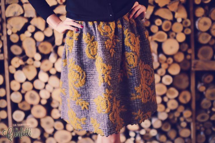 gonna in morbidissima lana la gonna è fatta su misura punto vita e lunghezza che desiderateper qualsiasi dubbio domanda non esitate a contattarmitrasporto 8 euro
