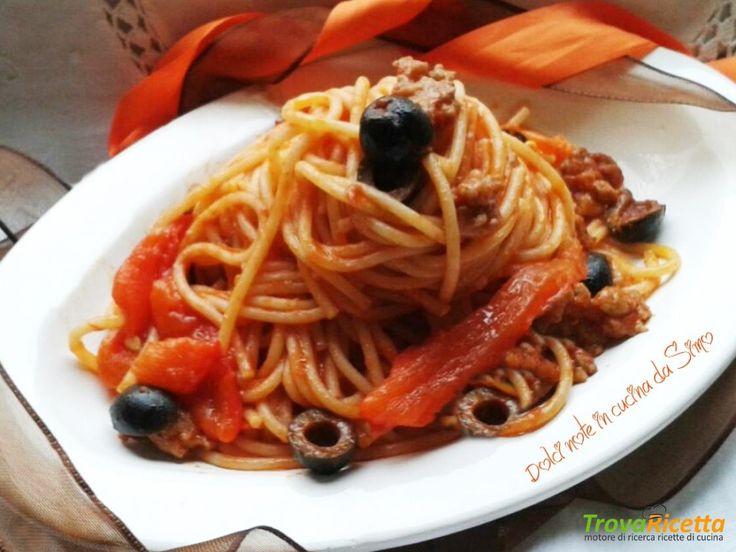 Spaghetti con peperoni grigliati salciccia e olive  #ricette #food #recipes