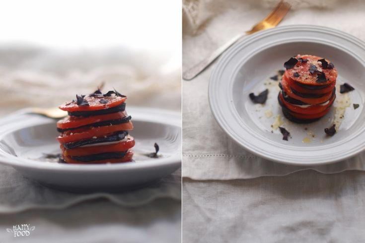 Очень простая но такая вкусная закуска - и гостям не стыдно подать и родные будут признательные за вкусное блюдо!): на 2 порции 1 средний баклажан 2 средних томата ол…