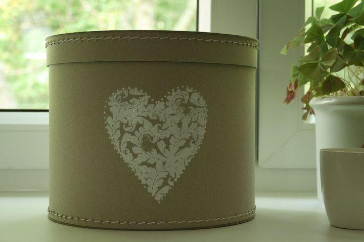 Krabice s bílým srdcem