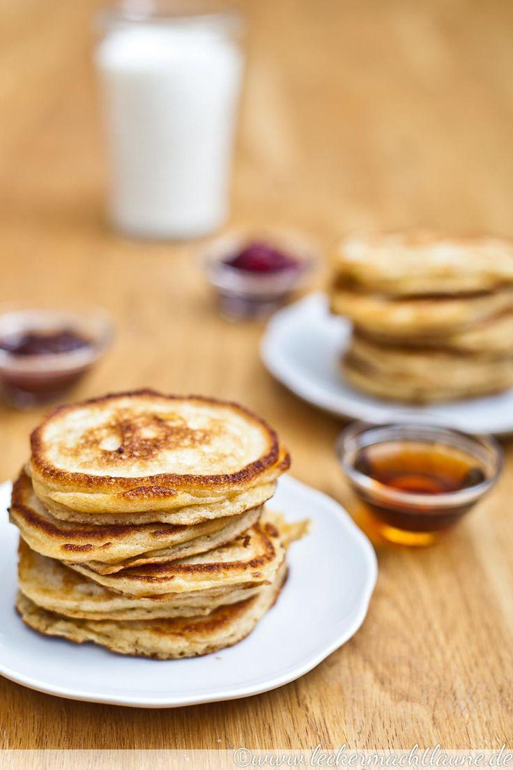 Buttermilch-Pancakes: Fluffig, nur leicht süß und in Kombination mit Ahornsirup oder Marmelade perfekt für ein süßes Frühstück.