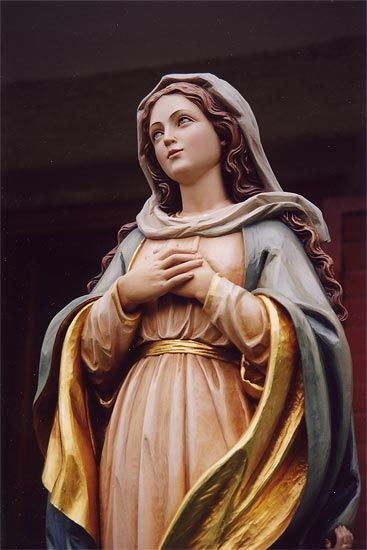 Blessed Mary statue by sculptor Alexander Kostner