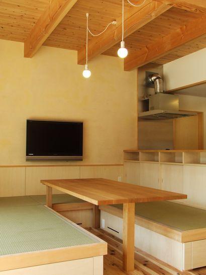 畳ダイニングと制作テーブル/