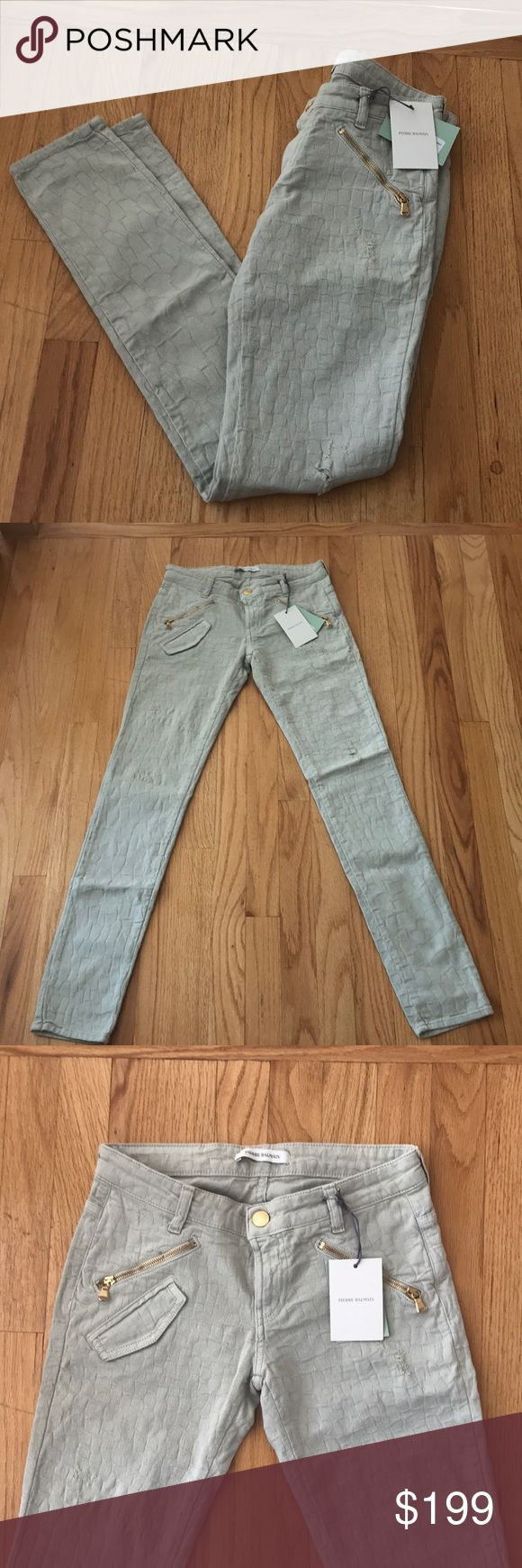 Pierre Balmain light tan jeans size 25 new Pierre Balmain Jeans. Skinny fit with gold hardware. They are a light tan in color. Size 25. Authentic. Inside Pierre Balmain label stitching undone on part of one side. No trades. Bundle with the Balmain handbag or boots!  Offer considered. Pierre Balmain Jeans Skinny
