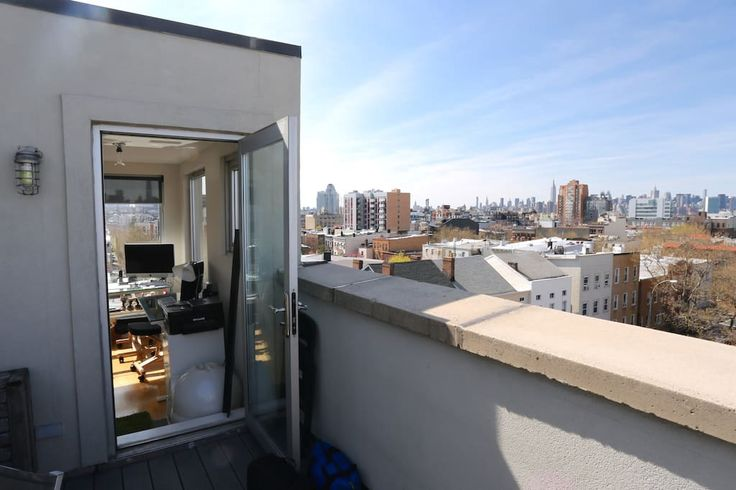 in Brooklyn, US. My place is close to Union Pool, Williamsburg Cinemas, Nitehawk Cinema,  DeStefano's Steak House is across the street. You'll love my place because of the light, THE VIEWS!! , the neighborhood, the ambiance. My place is good for couples, solo adve...