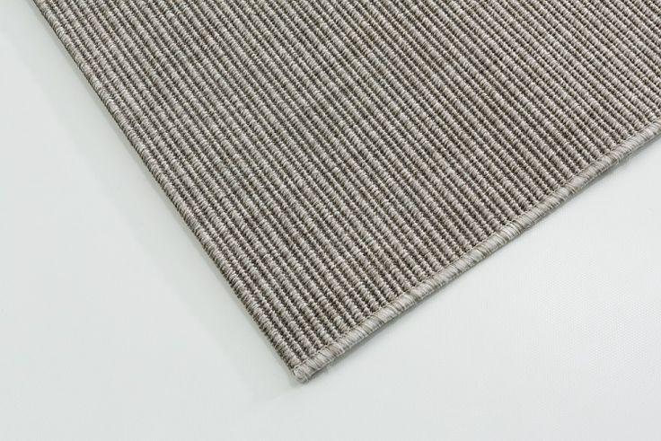 Nature-matto on helposti muokattavissa juuri sen kokoiseksi ja muotoiseksi kuin tarvitsee, joten siitä saa tehtyä esim. koko lattian peittävän maton parvekkeelle.  www.mattokymppi.fi