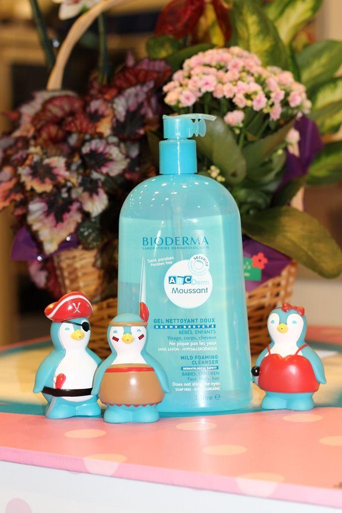 ABCDerm Gel Spumant 1L - un spumant de baie fără săpun, cu textură ultra delicată, adecvat pentru pielea fragilă a bebeluşilor şi copiilor - chiar şi pentru cea mai sensibilă piele. Poate fi folosit pe păr, față și corp.