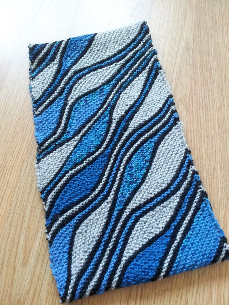 Free knitting patterns - fingerless gloves, scarves ...