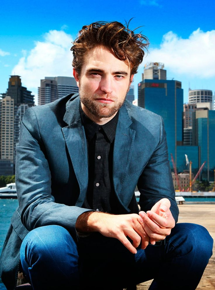 kurzhaarfrisur maenner locken tolle styling robert pattinson jeans jackett