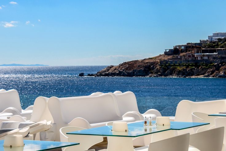 Le Club Pool Restaurant. Enjoy the amazing views of the Bay of Psarou combined with tastes from delicious Greek modern cuisine. https://www.petasos.gr/experiences/cuisine/le-club-restaurant/  #PetasosBeach #Mykonos #PlatisGialos #Petasos #Beach #Summer2018 #Summer #SummerHolidays #SummerVacation