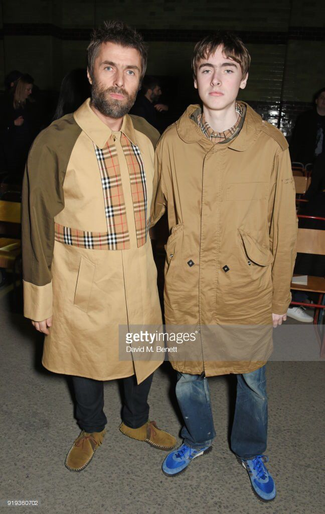 Liam Gallagher and Gene Gallagher at the Burberry fashion show during London Fashion Week on February 17, 2018. : Dave Benett.