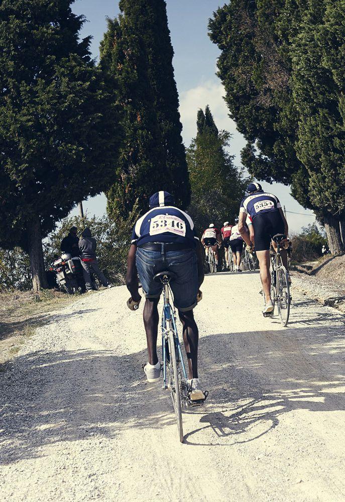 L'Eroica 2014 >> http://www.lecoqsportif.com/uk-en/e-shop/sport-HOMMEEU14FWEROICA_PERF_J002-Eroica-Performance-Jersey.html?codcoul=BLECRE Photo credit : Caroline Pauleau. #cycling #vintage #race #Tuscany