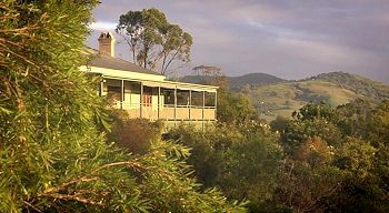 Amamoor Lodge is a four and a half star bed and breakfast, nestled snugly in the Mary Valley not far from the town of Imbil. Guests enjoy comfortable country accommodation overlooking 50 acres of mountain and valley scenery.