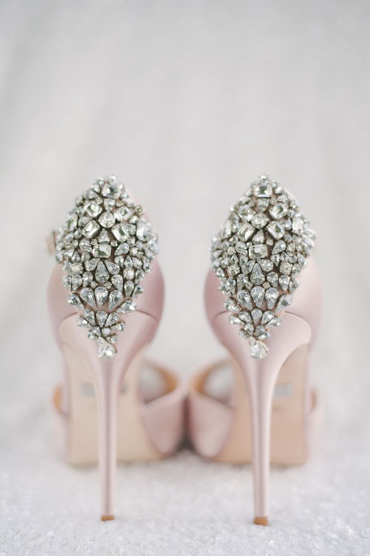 Shoes by Badgley mischka Photography by Strokes Photography Linen: Linen Closet