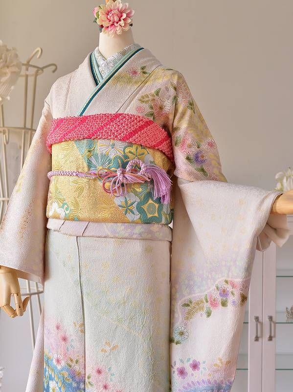 振袖・留袖・訪問着などの着物から草履バッグ・帯締め・重ね衿などの和装小物までレンタルの花あかりです。