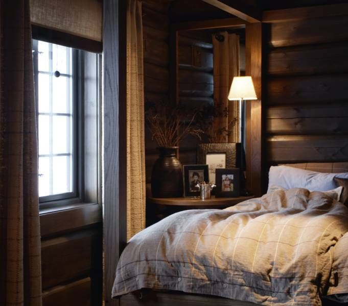 Rustic Cabin Bedroom - i love those fluffy bedspreads, they always look so comfortable