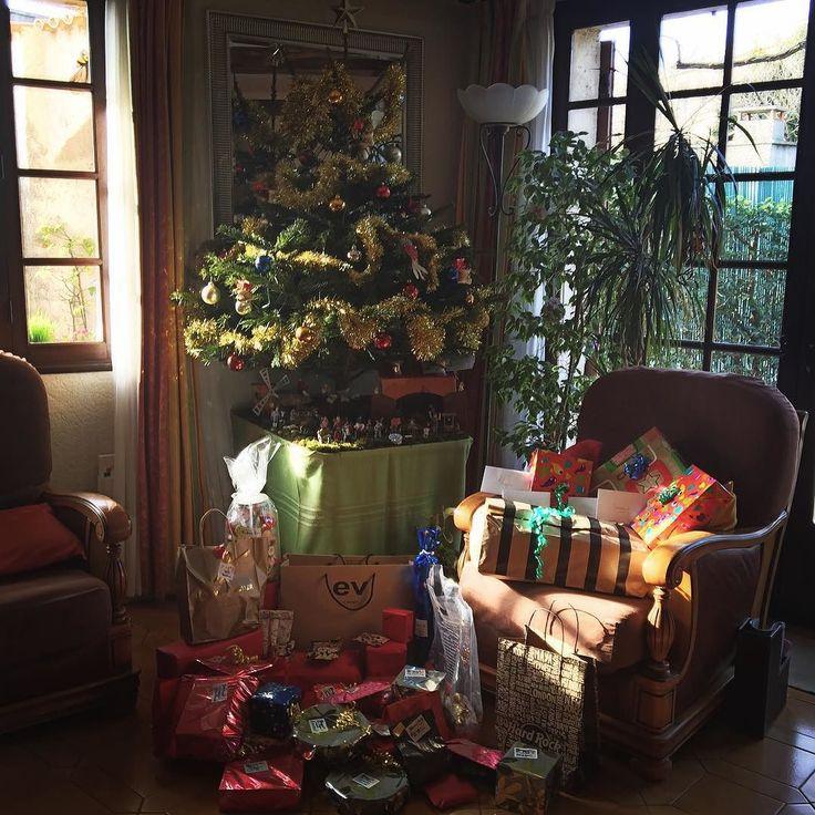 NOUS AVONS DU ETRE TRES TRES SAGES  Coucouuuu En direct de la plus belle ville du monde @igersmarseille ... Nous avons du etre très très sages puisque le père Noel est passé et nous a gâté!!! ... Et puis nous sommes réunis en famille!!! Et vous? Avez vous passé un bon Noel?  #noel #christmas #xmas #gift #cadeau #instamonsud #themouse #instalove #instalike #instagram #happy #love #famille #family #365virginieb2 http://themouse.org