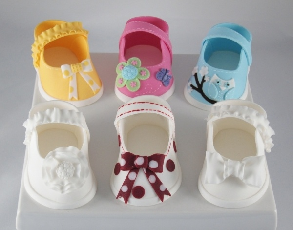 Edible Art | fondant baby shoes https://www.facebook.com/photo.php?fbid=402904803091135=a.402904553091160.81946.160127694035515=1 Pattern