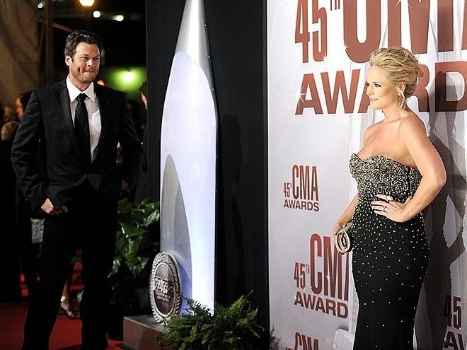 imm0rtalityy:  canadianehteam:  I want a husband who looks at me the way Blake looks at Miranda.