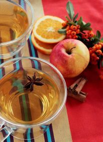 Traditional Homemade Hot & Spicy Apple Cider - The Petite Cook | The Petite Cook