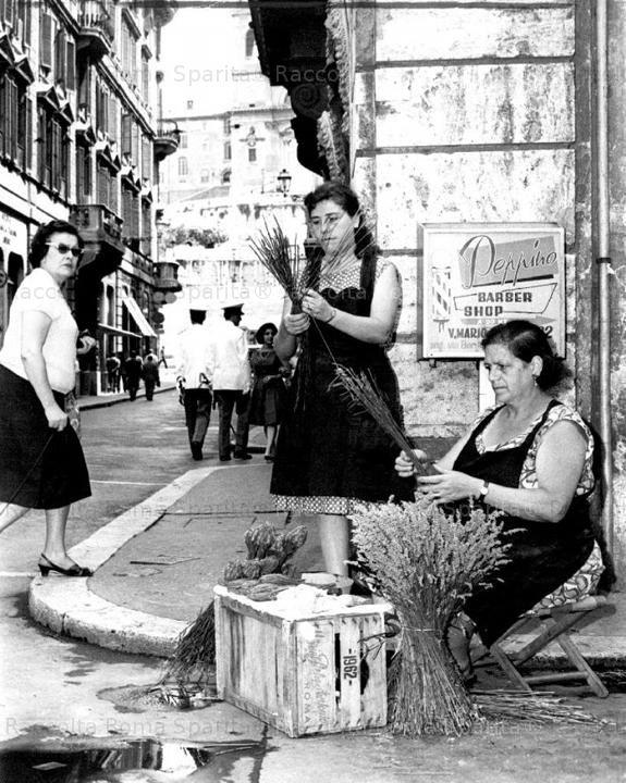 Italian Vintage Photograph ~ Roma Sparita - Via dei Condotti - Venditrici di fiori di Lavanda ~