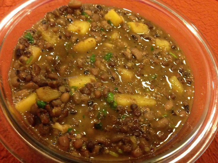 Sarupkari (Blackeyed peas and Adzuki Beans stew): In Konkani, sarupkari loosely means stirfry with some soup (saaru) in it. The soup is generally made from different varieties of dried beans. Here, we combine black-eyed peas with adzuki beans to make a stew that is high in fiber, proteins and minerals. Potatoes stir-fried with lots of garlic give a very distinct flavor to this thick stew.  #Vegan  #Vegetarian #NoNuts #Healthy #IndianFood