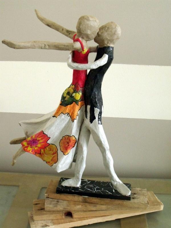 Papier Mache Sculpture   Sculpture de Couple de danseurs en papier mâché - Création ...