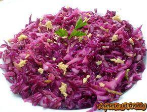 Salata de varza rosie cu mere îmi place mai mult decat salata de clasică de varză şi merge excelent lânga o pulpă de pasăre. Varza rosie