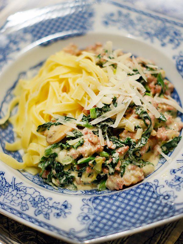 Krämig pasta med salsiccia, grönkål och champinjoner