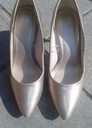 Kup mój przedmiot na #vintedpl http://www.vinted.pl/damskie-obuwie/polbuty/10276385-zlote-buty-hm-r-39
