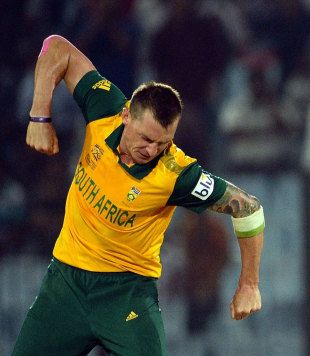 Dale Steyn took 4 for 17 to trip up New Zealand's chase and guide South Africa to a two-run win