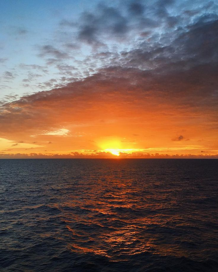 Se isso não é Deus não sei o que é! Sunrise em algum lugar no Oceano Atlântico Sul