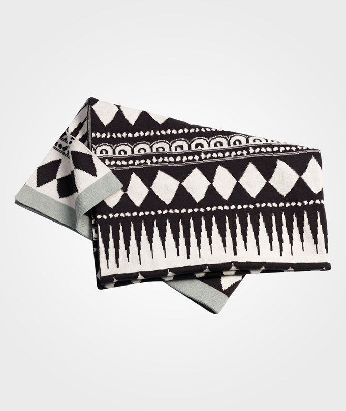 429:- Cot. Knitted Blanket Graphic
