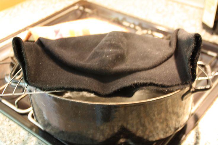 Keinen professionellen Hutdämpfer zur Hand? Ein großer Kochtopf tut es auch.