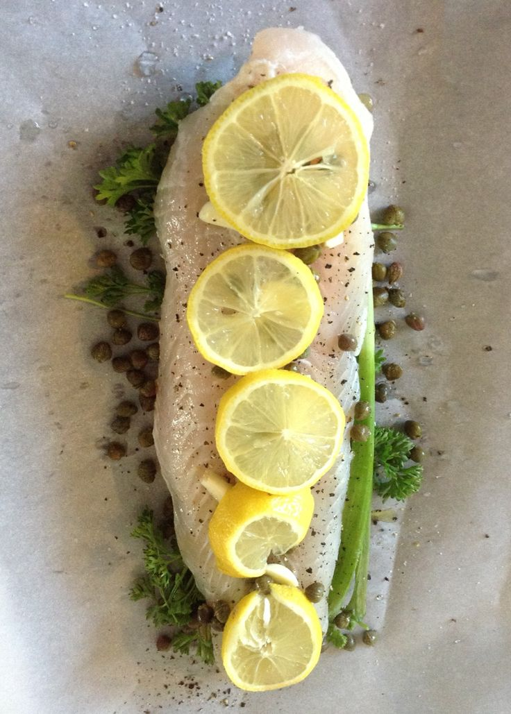How to bake fish in parchment paper en papillote for Cooking fish in parchment paper