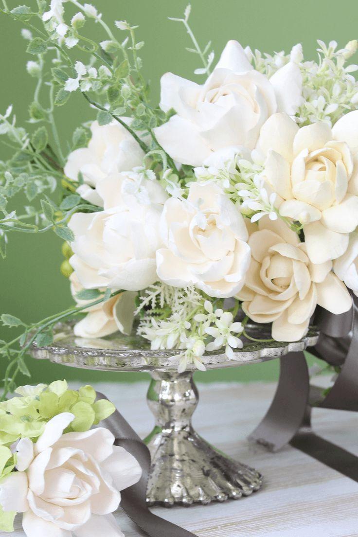 ガーデニアはアメリカの花嫁に「知的」で「エレガント」で人気の花です。生花だとすぐに色が変わってしまいますがクレイなら、ずっと変わらずに楽しんでいただけます。花弁の裏側にそっとガーデニアの香りをスプレー...