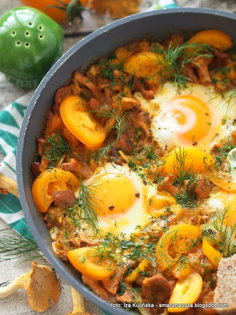 Smaczna Pyza - Sprawdzone przepisy kulinarne: Szakszuka z żółtymi warzywami i kurkami