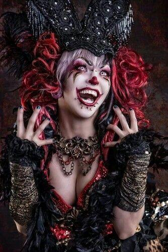 Creepy freaking clown chick is creepy!                                                                                                                                                                                 Más