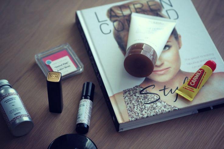 """NYE FAVORITTER PÅ SKØNHEDSFRONTEN - Mirins Copenhagen er dansk, kvalitet og luksus uden at sprænge budgettet. Jeg er vild med massageolien og ikke mindst deres """"parfumer"""". Efter jeg har født, har jeg det lidt anstrengt med traditionelle parfumer. Derfor er jeg begyndt at bruge aromaterapeutiske & naturlige parfumer, man ruller på håndled og hals. Jeg er helt vild med duften """"happiness"""" og i kombination med massageolien fra samme brand, bliver dagen altså bare lidt mere relaxed"""