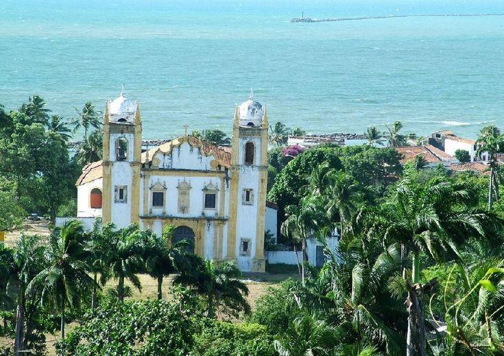 Conheça os pontos turísticos de Olinda, saiba um pouco da história e dos costumes da cidade situada no alto das colinas em Pernambuco, próximo a Recife.