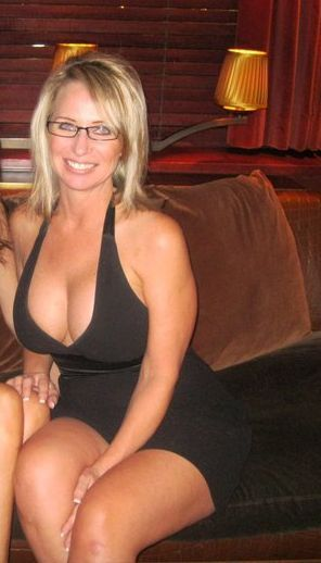 Really sexy mature woman looking good in that black dress ...
