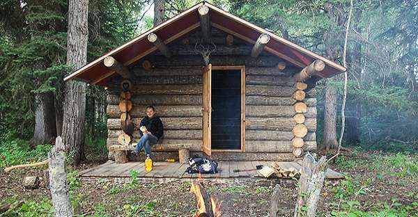 """This Adorable Canadian Log Cabin Is A True Embodiment Of """"Picture Perfect""""…"""