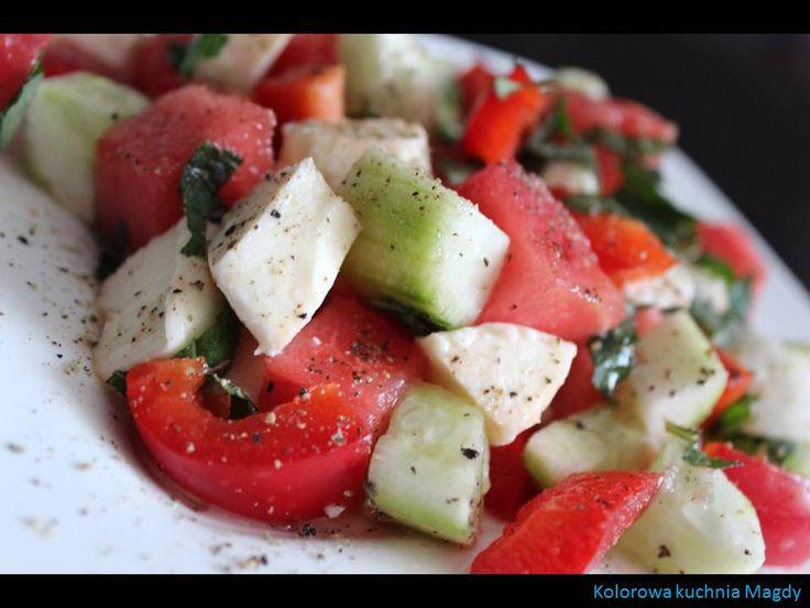 Sałatka z arbuzem, ogórkiem, mozzarellą