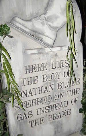 12 hilarious tombstones - Funny Halloween Tombstone Names