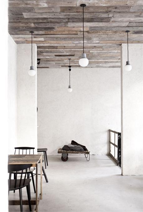 Beautiful ceiling! En betonstuc vloeren en muren!