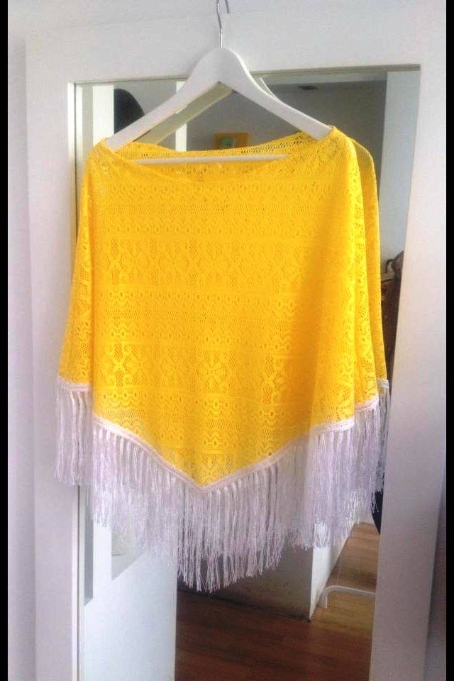 yellow lace cape with white fringe - THAT summer look!
