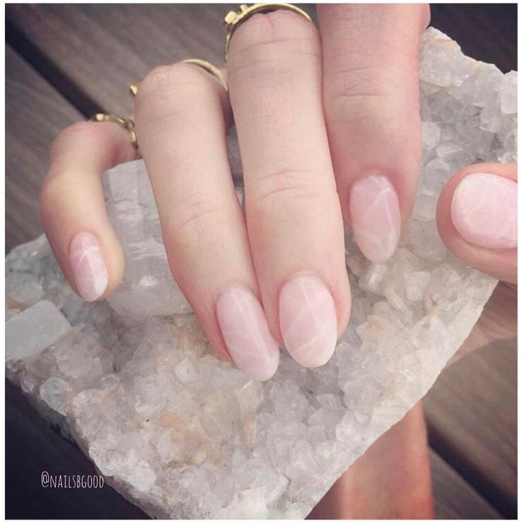 If you're looking for a new nail-look ready for this summer, these rose quartz nails are perfect for you.
