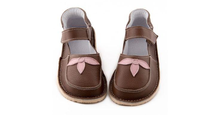 Pohodlné a velmi kvalitní ručné šité botičky z pravé kůže od bulharské rodinné firmy Zeazoo Kids. Jsou velmi vhodné na cokoliv od