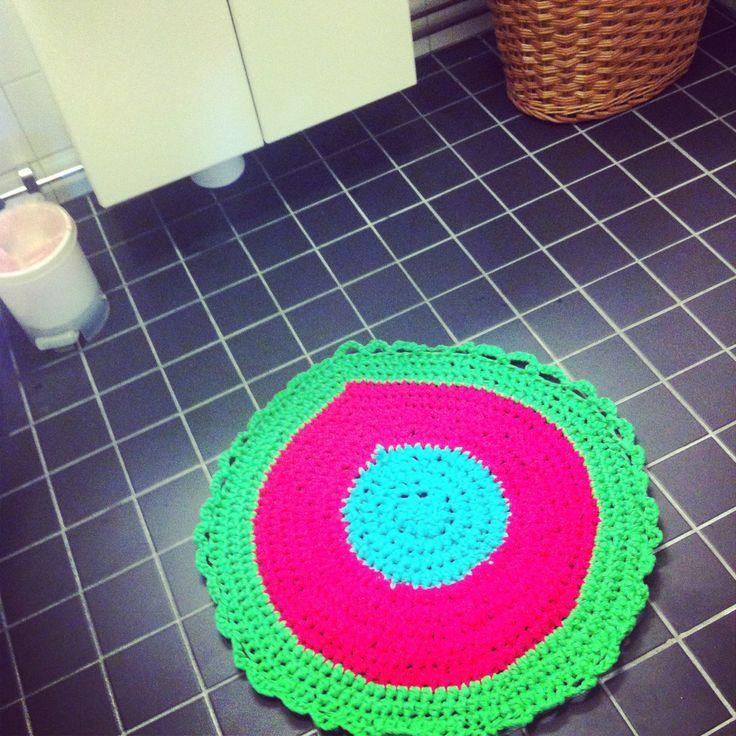 Bathroom carpet. Crocheted with tricot yarn Zpaghetti.