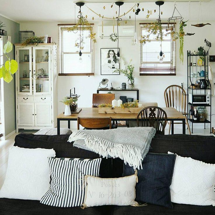 *  前にキッチンbeforeafterを  おもしろいと言って頂けたので  リビングの記録📷  *  こうやって見るとやっぱり好みって  変わるんだなぁとシミジミ  *  だから最近は#家具 とかはなるべく  シンプルに。  DIYもうちは賃貸ではないけど  なるべく現状回復できるインテリアを  心がけてます☺  #たまに後先考えずにやっちゃうけど😂    #インテリア #リビング #ダイニング #おうち #myhome #ソファー #クッション #DIY #暮らし #暮らしを楽しむ #homedeco #instahome #グリーンのある暮らし #イケア #無印良品 #interior  #mygoodroom #interior #livingroom #ニトリ #イームズ #いなざうるす屋さん #海外インテリア #に憧れる #アーコール